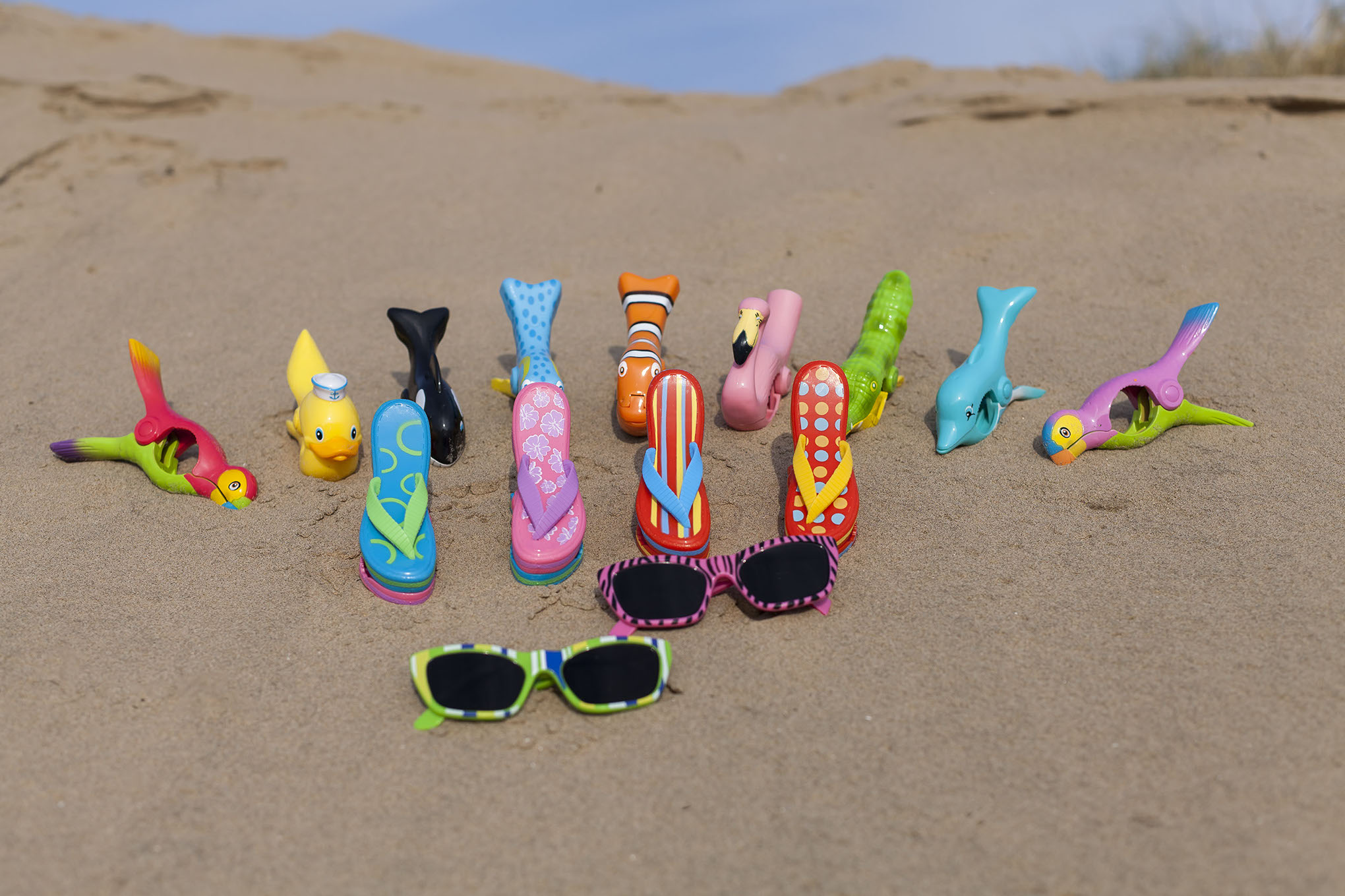 WIWO 2 Pairs of Sunlounger Towel Clips Sunbed Beach Holiday Towel Clips Dolphin /& Fish